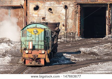 The locomotive carries a bowl of molten metal. Ironworks.