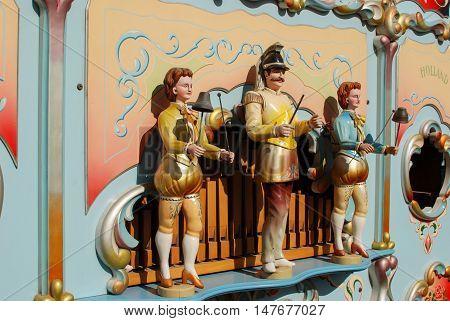 SDE TZVI ISRAEL - MARCH 02 2012: Statues of street Barrel music organ