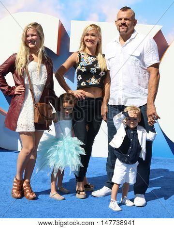 LOS ANGELES - SEP 17: Trista Liddell, Heidi Northcott, Guinevere Liddell, Chuck Liddell, Charles David Liddell Jr. at the