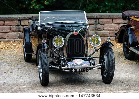 Editorial,16 September 2016: France: Xxxiii Festival Enthousiastes Bugatti In Molsheim. Elegant Retr