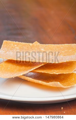 peanut brittle, caramelized sugar cooled in thin sheets