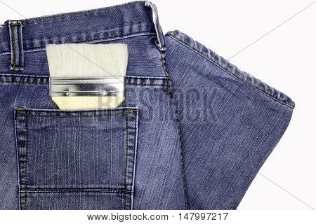 Chapin painted on jeans pockets of artisans.