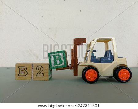 Forklift carry wooden block to complete the word B2B