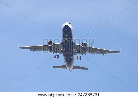 Airplane Approach To Landing