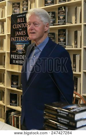 HUNTINGTON, NY - JUN 28: Former President Bill Clinton attends the book signing of