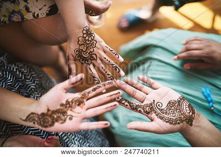 Indian Women Showing Hand With Henna Tattoo Art (mehndi) On The Indian Wedding Day