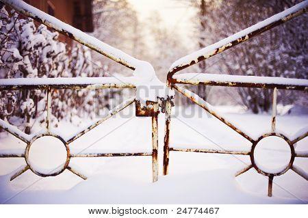 Closed frozen gate