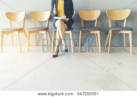 Job Applicants Having An Interview With Human Resource Manager Jobs Interview With Confident Candida
