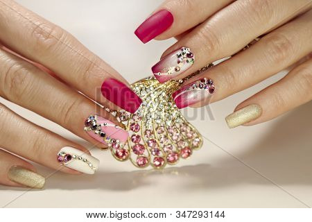 A Luxurious Manicure With A Pink Matte Finish For Nails And A Gradient From White With Gold To Pink