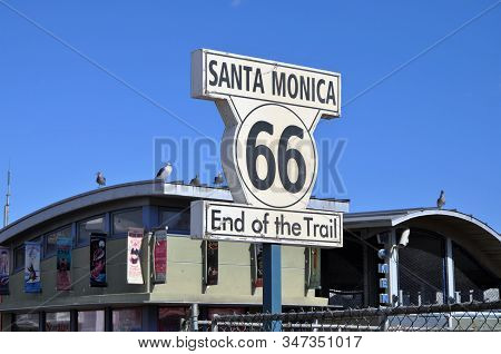 Santa Monica - Usa 3 November 2015: A Sign At The Santa Monica Pier Indicates The End Of The Route 6