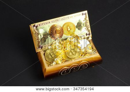 Bitcoin Banknote Gold And Golden Btc Coins On The Treasure Trove, Cryptocurrency In Wooden Chest, Gi