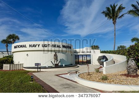 Ft. Pierce,fl/usa-1/27/20: The Exterior Of The Navy Seal Museum Building With The Frogmen Statue In