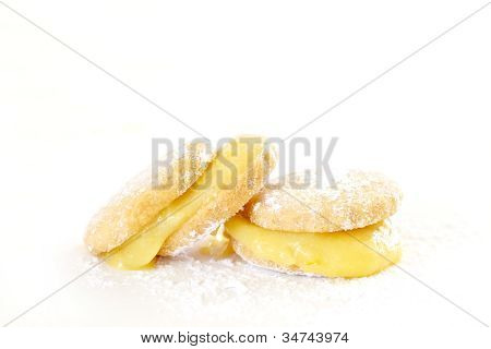 Butter Biscuits With Lemon Curd