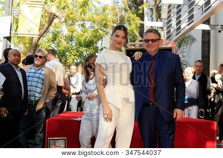 LOS ANGELES - JAN 23:  Hailee Steinfeld, Lucian Grainge at the Sir Lucian Grange Star Ceremony on the Hollywood Walk of Fame on JANUARY 23, 2019 in Los Angeles, CA
