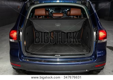 Novosibirsk, Russia - November 01, 2019:  Volkswagen Touareg  ,  Close-up Of The Open Trunk, Headlig