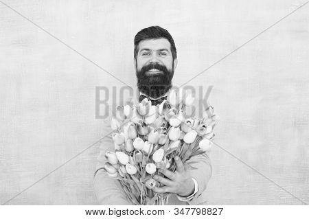 Gentleman Romantic Surprise For Her. Flowers Delivery. Gentleman Romantic Date. Birthday Greetings.