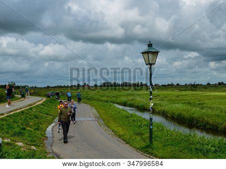 Zaanse Schans, Holland, August 2019. Northeast Amsterdam Is A Small Community On The Zaan River. Vie