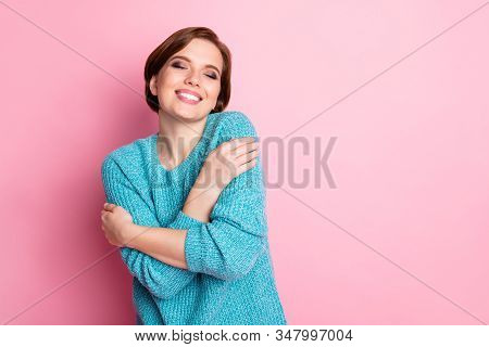 Portrait Of Her She Nice-looking Attractive Lovely Charming Sweet Delighted Cheerful Cheery Brown-ha