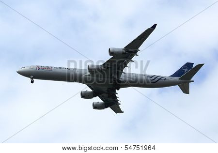 China Eastern Airbus A340 in New York sky before landing at JFK Airport