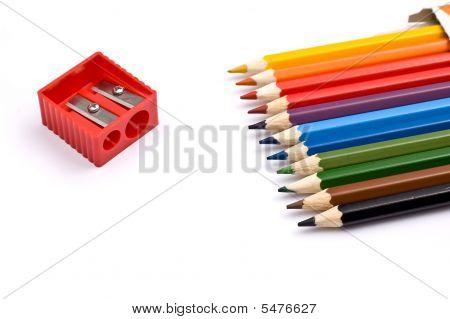 Bunte Bleistifte mit Anspitzer