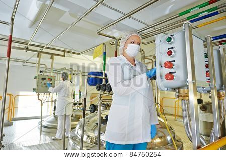 pharmaceutical factory equipment mixing tank on production line in pharmacy industry manufacture factory