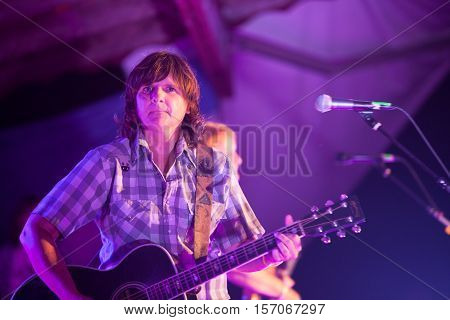 Amy Ray Of Indigo Girls Plays Guitar