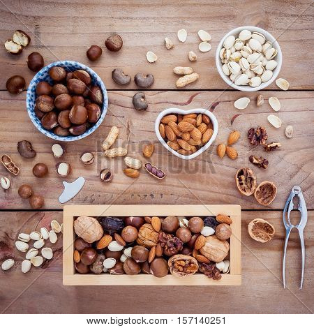Different Kinds Of Nuts Walnuts Kernels ,macadamia,hazel Nuts, Almond,chest Nuts,cashew Nuts And Pis