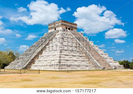 Temple of Kukulkan, pyramid in Chichen Itza, Yucatan, Mexico