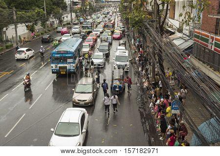 BANGKOK THAILAND - OCT 2 : massive crowd in traffic in rainning day in Pratunam area on october 2 2016 thailand.