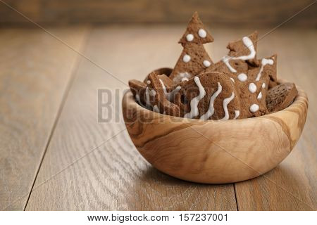 chrismas chocolate cookies in wooden bowl on oak table with copy space, holliday dessert