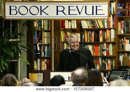 HUNTINGTON-NOV 15: Actor Robert Wagner signs copies of his book