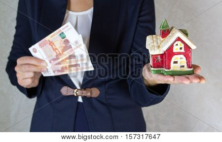 House and money in hand of the girl