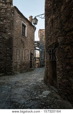 Nice glimpse of an Italian medieval village.