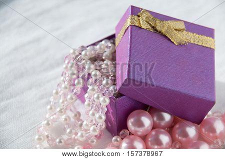 Gift With Pink Pearl Strings And Large Pearls  Подарок с розовыми жемчужными нитями и крупные жемчуж