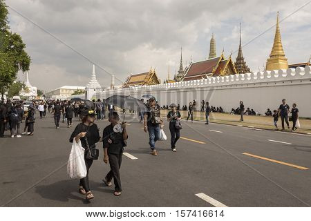 BANGKOK THAILAND - OCT 23 : snap shot of mourners on Na Phra Lan road in Sanam Luang area while the funeral of king Bhumibol Adulyadej in Grand Palace on october 23 2016
