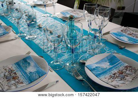 Blue table arrangement for an event party