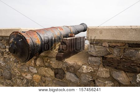 Ancient guns on a fortress wall. Guns are covered with a rust zakroyeplena of hectare stone walls