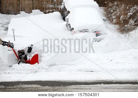 removing the snow by snowblower for design