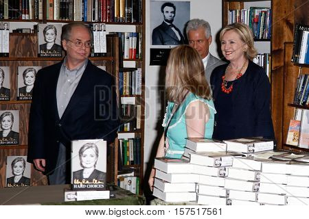 HUNTINGTON, NY-AUG 6: Former U.S. Secretary of State Hillary Clinton (R) arrives to sign copies of her book 'Hard Choices' at The Book Revue August 6, 2014 in Huntington, NY.