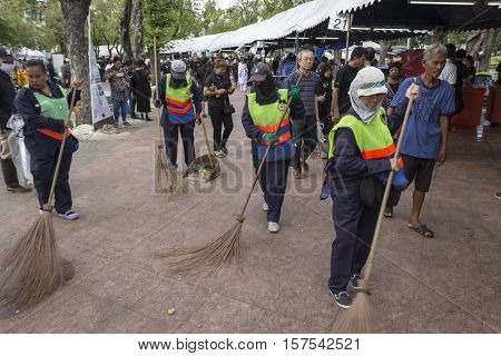BANGKOK THAILAND - NOV 1 : working of cleaner staff in Sanam Luang while the funeral of king Bhumibol Adulyadej in Grand Palace on november 1 2016