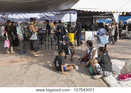 BANGKOK THAILAND - NOV 1 : life of people in Sanam Luang area while the funeral of king Bhumibol Adulyadej in Grand Palace on november 1 2016