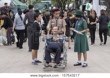 BANGKOK THAILAND - NOV 1 : service of student volunteer in Sanam Luang while the funeral of king Bhumibol Adulyadej in Grand Palace on november 1 2016