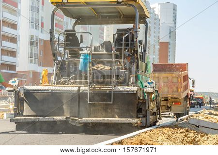 Asphalt-placing Machine