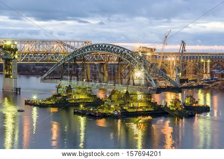 Nizhny Novgorod. Installation of the second span of Borsky Bridge across the Volga. October 2015
