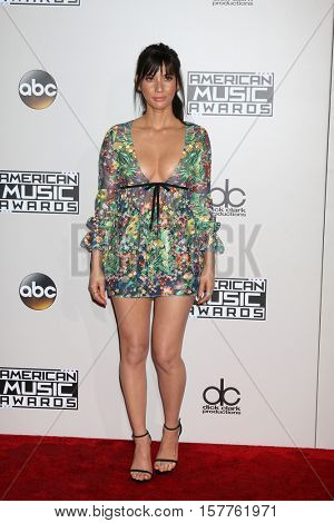 LOS ANGELES - NOV 20:  Olivia Munn at the 2016 American Music Awards at Microsoft Theater on November 20, 2016 in Los Angeles, CA