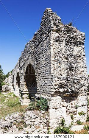 Aqueduc Romain de Barbegal. Fontvieille Provence-Alpes-Cote d'Azur France.