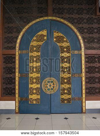 the very big wooden door inside of the biggest mosque in Indonesia & Door Masjid Images Illustrations Vectors - Door Masjid Stock ...