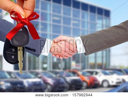 Car seller and client handshake.