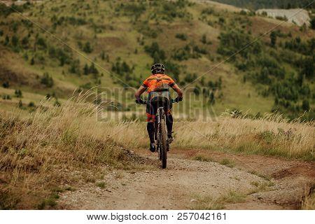 Back Muddy Man Mountainbiker Biking Down Hill Trail
