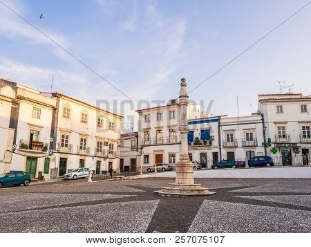 Estremoz, Portugal - August 23, 2018: Central Square Of Estremoz With A Marble Pillory In Manueline